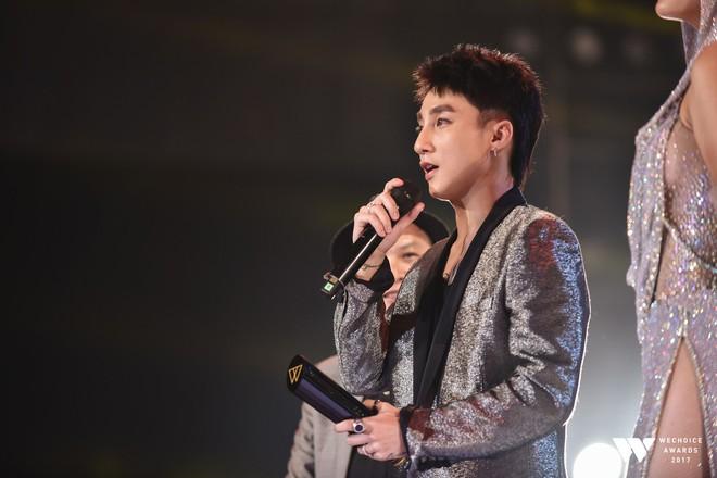 Khoảnh khắc WeChoice Awards: Đẹp nhất là khi Sơn Tùng, bé Bôm và các nghệ sĩ Việt cùng chậm lại trong dòng cảm xúc vỡ òa - ảnh 30