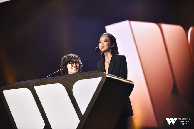 Khoảnh khắc WeChoice Awards: Đẹp nhất là khi Sơn Tùng, bé Bôm và các nghệ sĩ Việt cùng chậm lại trong dòng cảm xúc vỡ òa - ảnh 25
