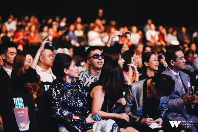 Khoảnh khắc WeChoice Awards: Đẹp nhất là khi Sơn Tùng, bé Bôm và các nghệ sĩ Việt cùng chậm lại trong dòng cảm xúc vỡ òa - ảnh 44