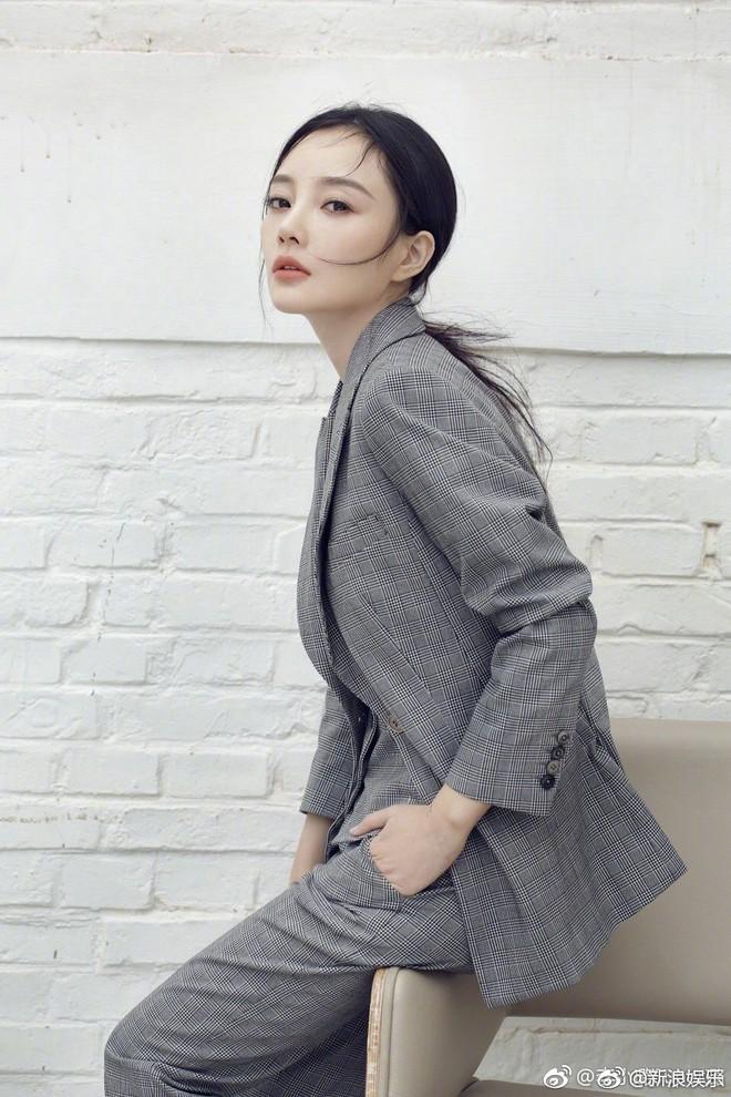 Lý Tiểu Lộ khởi kiện 2 netizen, đòi bồi thường tổn thất tinh thần và kinh tế hơn 3 tỷ đồng sau scandal ngoại tình - Ảnh 1.