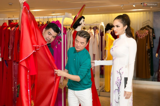 Đàm Vĩnh Hưng trực tiếp đưa Hương Giang đi thử áo dài chuẩn bị cho cuộc thi Hoa hậu Chuyển giới - Ảnh 4.