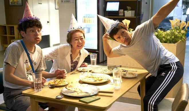 Xin Chào, Cậu Em Khác Người! - Khóc ngon lành vì mẹ con Lee Byung Hun - Ảnh 2.