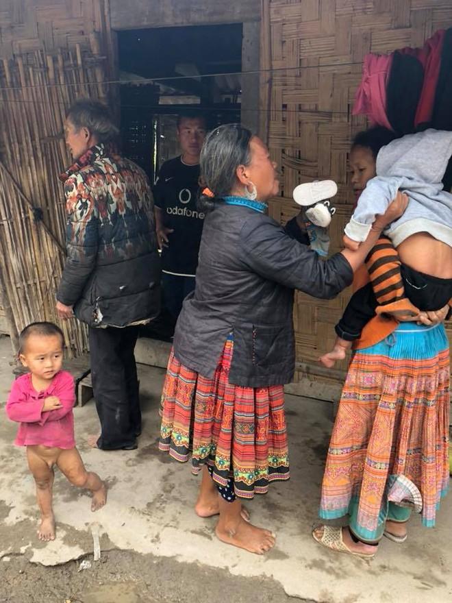 Vợ chồng ở Sài Gòn hoãn mua ô tô, vượt nghìn km đến Mường Lát nhận nuôi bé gái liệt 2 chân không manh áo giữa mùa đông - ảnh 4