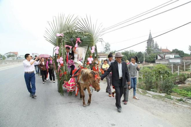 Tổng hợp các đoàn đón dâu bằng trâu, ngựa, công nông chất nhất MXH thời gian qua - Ảnh 7.