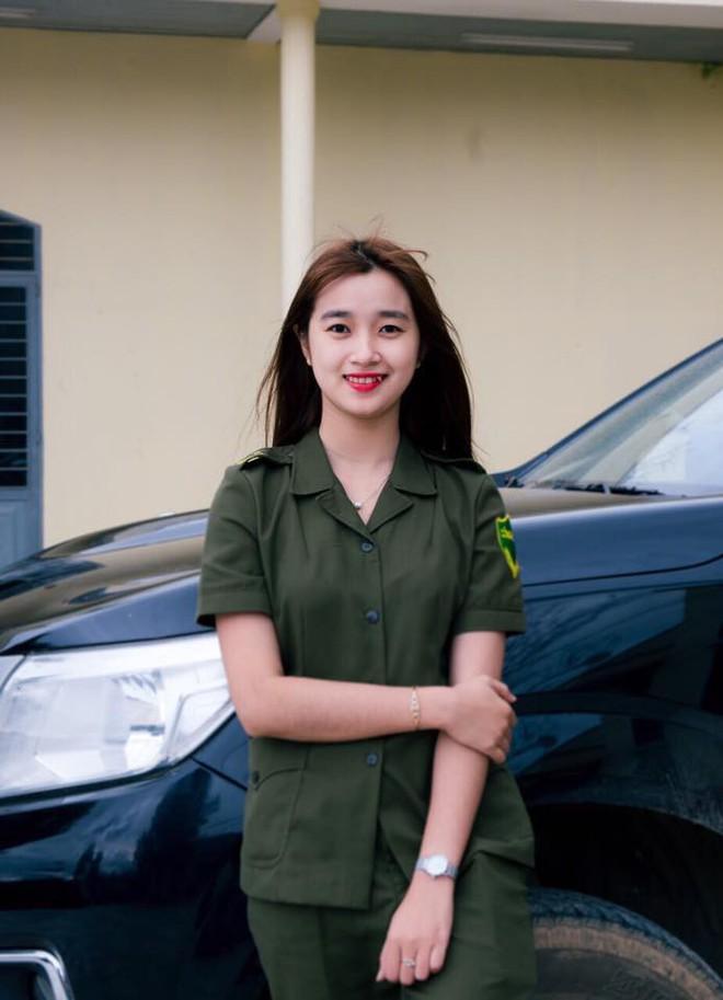Nữ công an viên Đà Nẵng bất ngờ nổi tiếng vì xinh như hot girl - ảnh 1