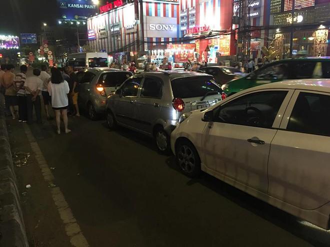 TP.HCM: Va chạm liên hoàn 6 xe ô tô, nhiều người trên xe hốt hoảng la hét kêu cứu - ảnh 1