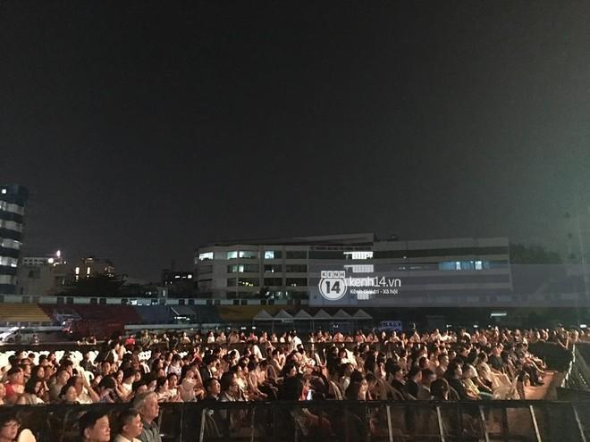 Không chỉ loạt ngôi sao, khán giả cũng không mặn mà với Gala kỷ niệm 20 năm Làn Sóng Xanh - Ảnh 4.