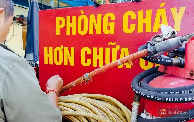 Người bảo vệ nghèo vay tiền ngân hàng, tự chế xe chữa cháy mini chống giặc lửa trong hẻm nhỏ Sài Gòn - Ảnh 3.