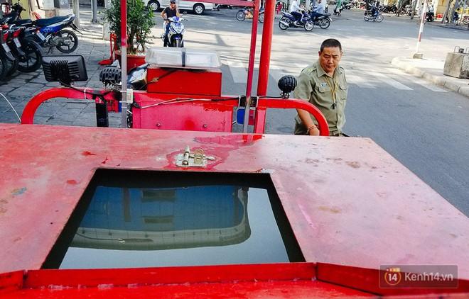 Người bảo vệ nghèo vay tiền ngân hàng, tự chế xe chữa cháy mini chống giặc lửa trong hẻm nhỏ Sài Gòn - Ảnh 4.