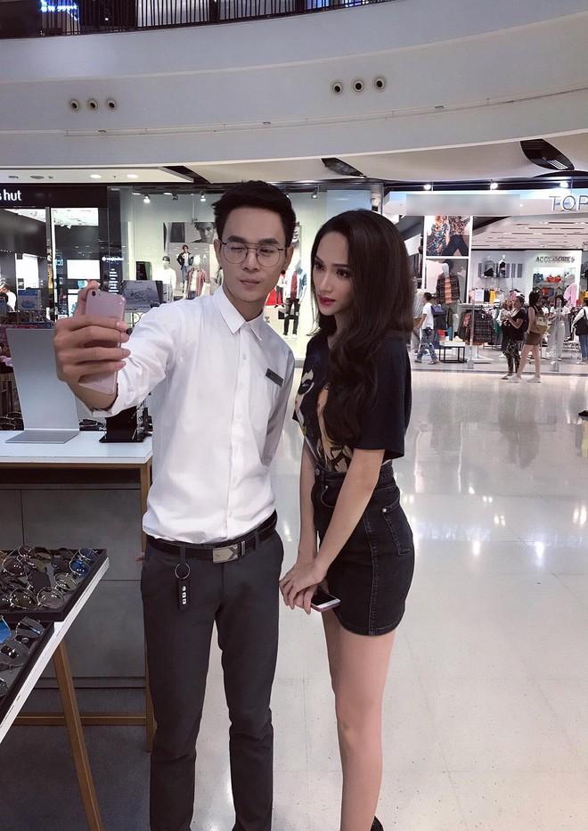 Giản dị đi shopping bằng phương tiện công cộng, Hương Giang được người hâm mộ quốc tế săn đón sau đăng quang - Ảnh 10.
