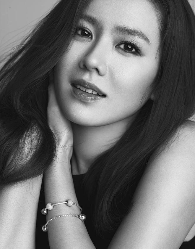 Mặc Hàn Quốc có bao người đẹp, nữ thần của mọi nữ thần Son Ye Jin vẫn một mình một đế chế sắc đẹp 15 năm - Ảnh 16.
