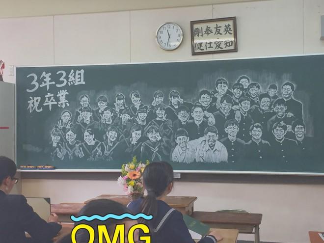 Cô giáo thức suốt 14 tiếng vẽ chân dung cả lớp lên bảng ngày chia tay: Cả bầu trời kỷ niệm đó, ai nỡ lòng xóa đi - Ảnh 2.