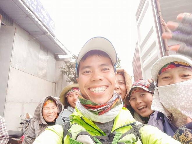 Chàng trai Phú Yên đi bộ xuyên Việt trong 113 ngày đêm chỉ với 100k và 1 cây đàn guitar - Ảnh 11.