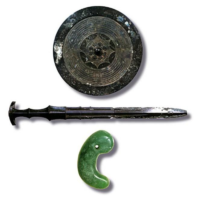 3 thanh kiếm huyền thoại vừa lạ vừa quen trong lịch sử Nhật Bản - Ảnh 1.