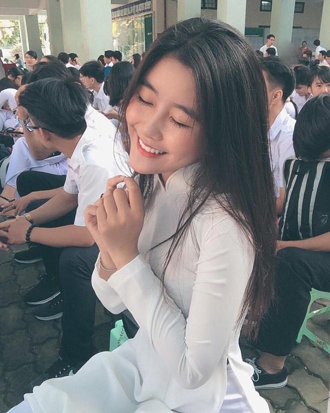 Nữ sinh Sài Gòn với vóc dáng gợi cảm được báo Hàn gọi là nữ thần không góc chết - Ảnh 1.