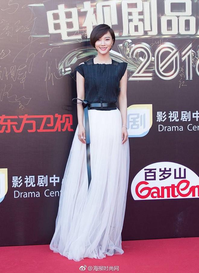 Thảm đỏ hot nhất Cbiz hôm nay: Dương Mịch đè bẹp dàn mỹ nhân, bạn gái Luhan hot vì... thời trang khó hiểu - ảnh 7