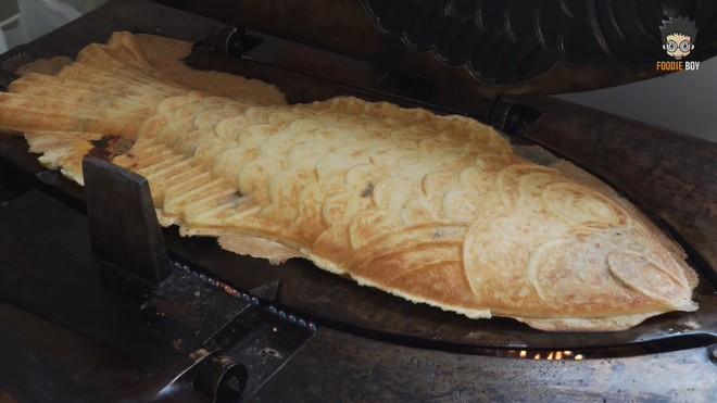 Ấn tượng với chiếc bánh cá khổng lồ ở Hàn Quốc không chỉ kích thước ngoại cỡ mà phần nhân cũng đầy ụ - Ảnh 6.