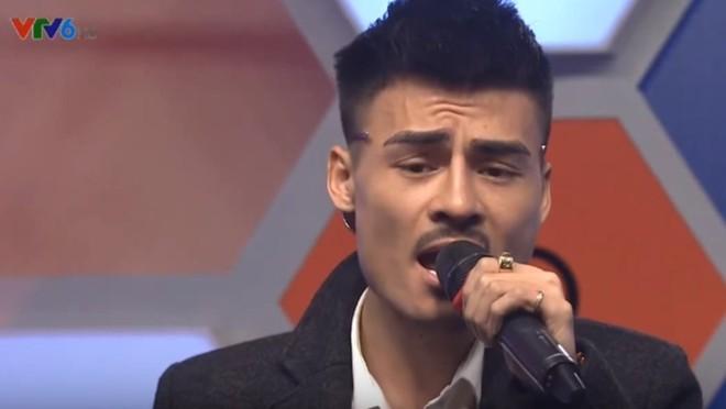 Hoa Vinh thể hiện giọng hát thật trong lần đầu lên sóng truyền hình - Ảnh 3.