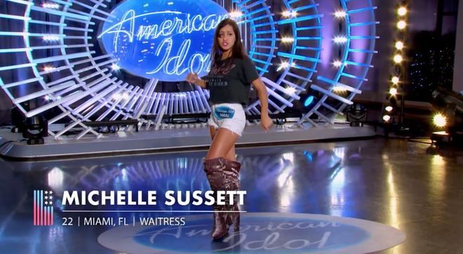 Nhảy quá sung, Katy Perry lỡ lộ hàng trên sóng American Idol - ảnh 1