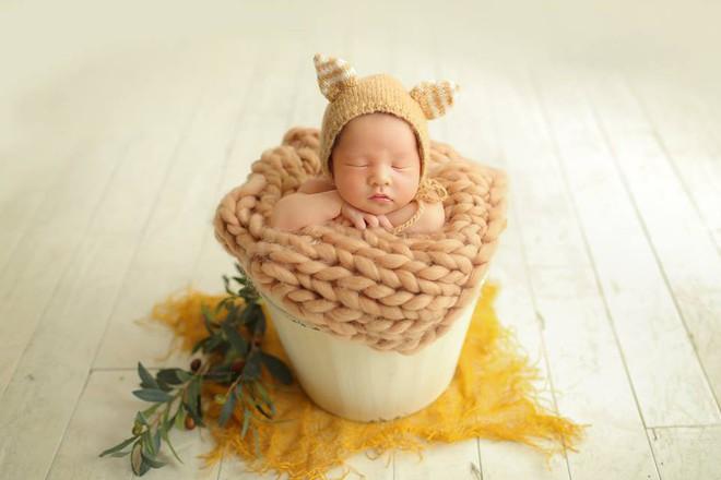 Em bé sơ sinh chụp ảnh phong cách 'spa hoàng gia' đã giật giải nhóc tì ngầu nhất MXH hôm nay - ảnh 3