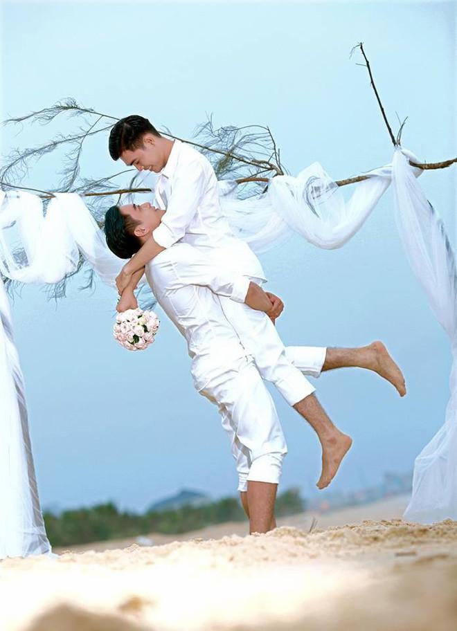 Đám cưới của cặp đồng tình điển trai gây xôn xao mạng xã hội: Chưa bao giờ vì sự phản đối của mọi người mà chúng mình nản lòng - ảnh 9