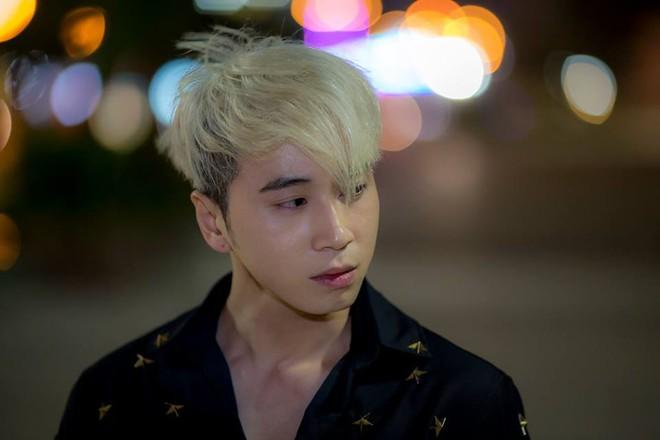 Đăng ảnh chụp hình thân thiết, Karik tiết lộ đã xin lỗi Sơn Tùng vì từng đá xéo đồng nghiệp - ảnh 3
