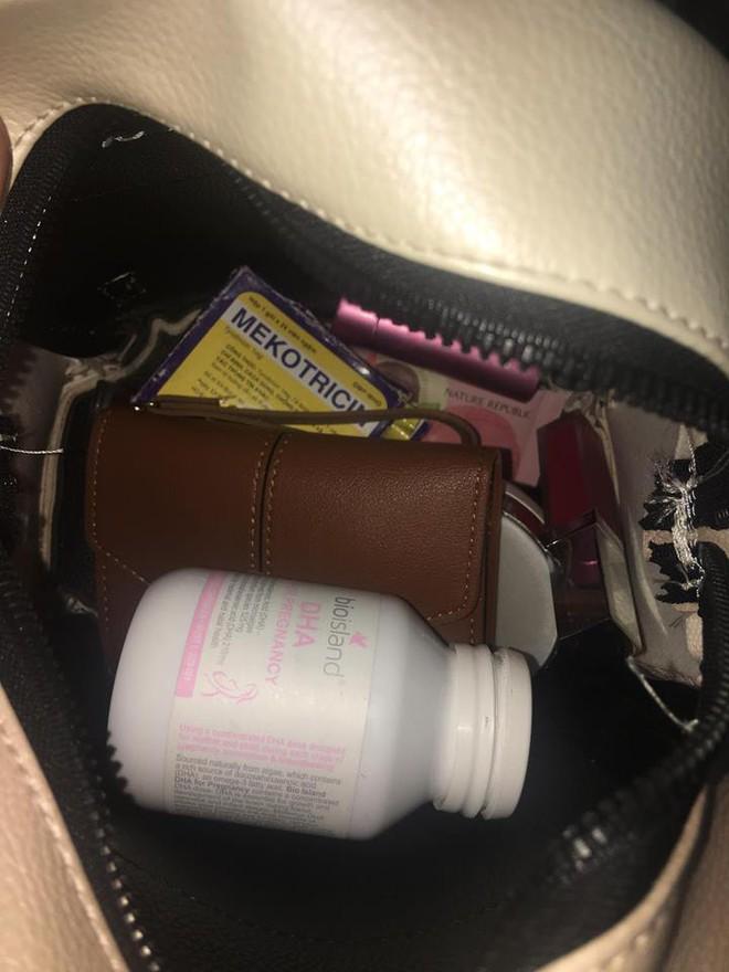 Bên trong những chiếc túi của hội chị em là cả một cửa tiệm tạp hóa cái gì cũng có - ảnh 6