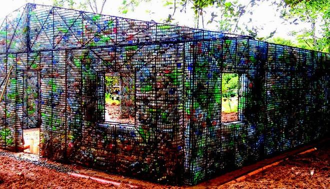Đột nhập những ngôi nhà cực chất cực xinh làm từ vỏ chai nhựa, Việt Nam cũng có một cái ở ngay Hà Nội - ảnh 5