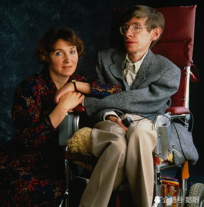 Chuyện tình tan hợp - hợp tan giữa Stephen Hawking và người vợ Jane Wilde: Tình yêu vĩ đại đem đến phép nhiệm màu, dù 11 năm xa cách vẫn quay về với nhau - Ảnh 9.