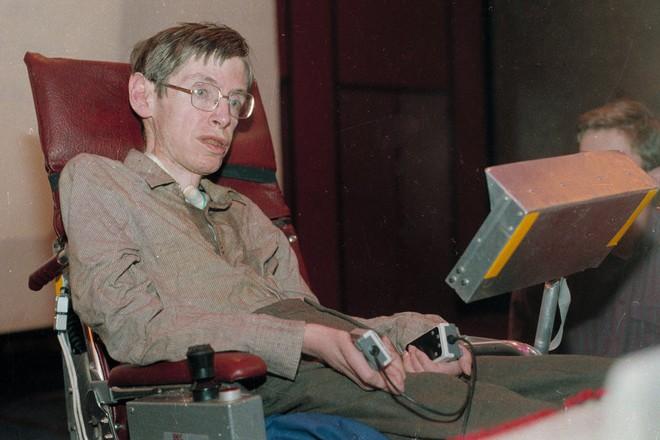 Vì sao Stephen Hawking - nhà khoa học đang khiến cả thế giới khóc thương lại được tôn vinh là thiên tài? - ảnh 2