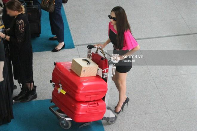Hương Giang vội vã ở sân bay Tân Sơn Nhất, suýt muộn chuyến bay quay lại Thái Lan vì kẹt xe - Ảnh 8.