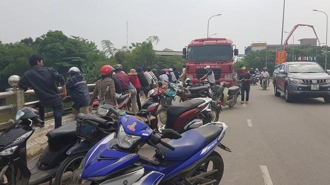 Thi thể nữ Việt kiều nhảy cầu ở Quảng Nam trôi hơn 10 km ra Đà Nẵng - Ảnh 2.