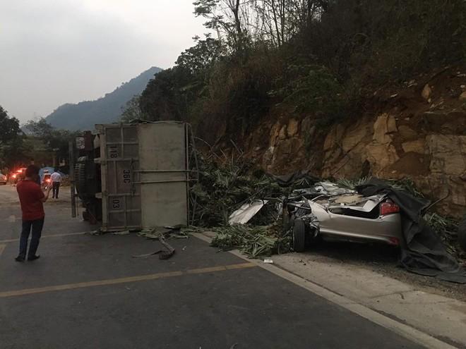 Xe ô tô vừa mua ở Hà Nội đi về đến đến Hòa Bình thì thành đống sắt vụ vì tai nạn giao thông - ảnh 1