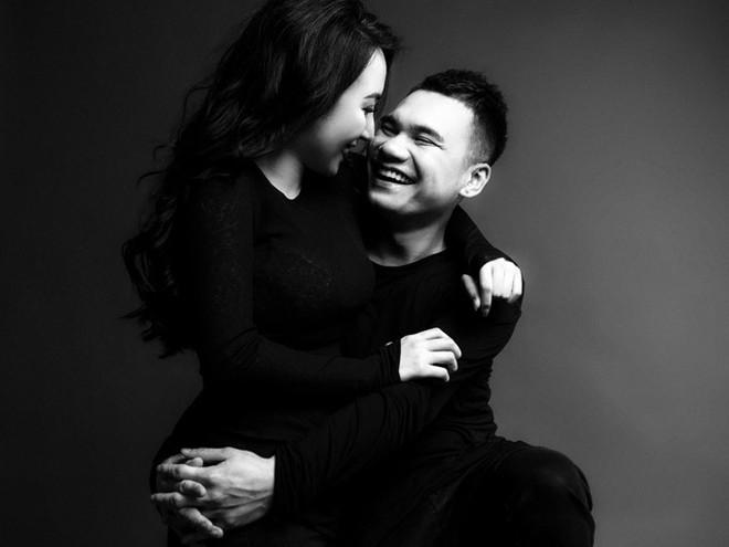 Trọn vẹn bộ ảnh cưới trắng đen đầy ngọt ngào của Khắc Việt và bà xã trước ngày về chung nhà - Ảnh 5.
