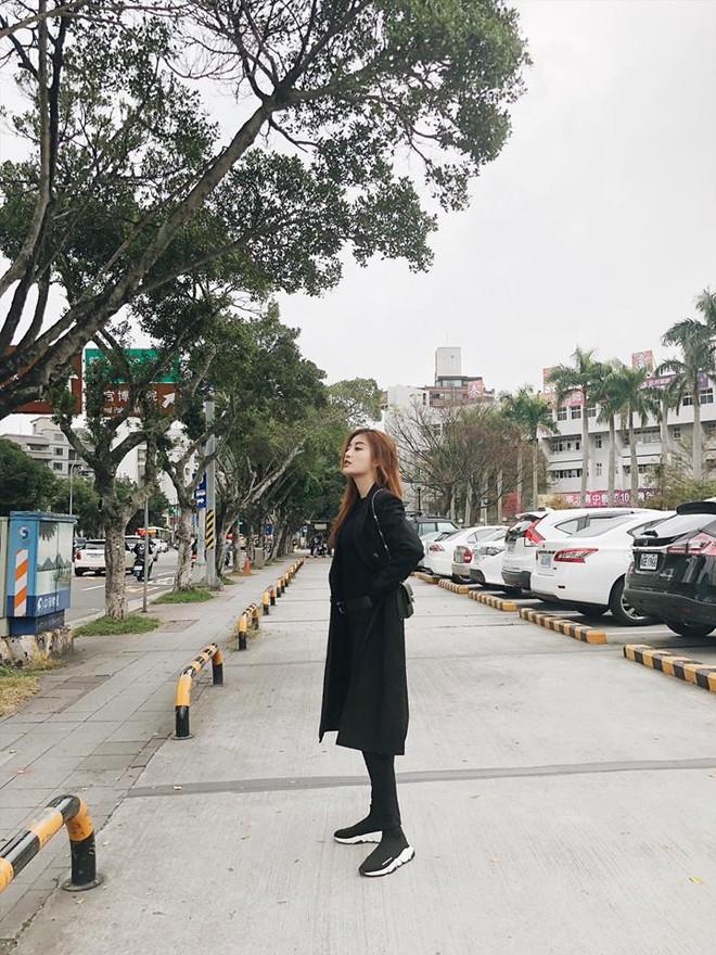 Chẳng còn hứng thú khoe street style sành điệu, Hà Hồ - Phạm Hương lại muốn xem ai lạ hơn ai - ảnh 6