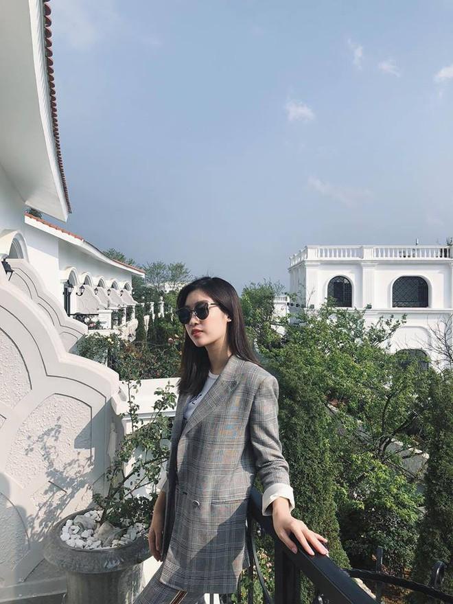 Chẳng còn hứng thú khoe street style sành điệu, Hà Hồ - Phạm Hương lại muốn xem ai lạ hơn ai - ảnh 11