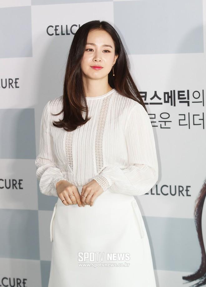 Kim Tae Hee lộ diện chính thức hậu sinh con: Đẹp khó tin, nhưng vóc dáng của cô mới là điều gây bất ngờ nhất - ảnh 16