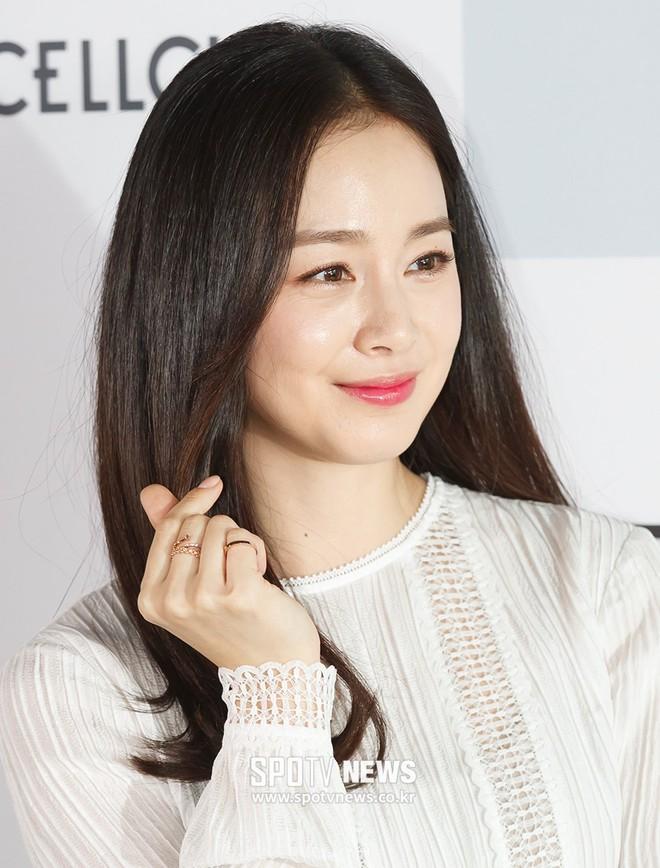Kim Tae Hee lộ diện chính thức hậu sinh con: Đẹp khó tin, nhưng vóc dáng của cô mới là điều gây bất ngờ nhất - ảnh 15
