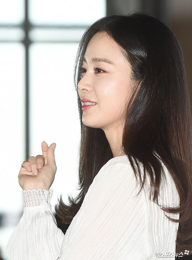 Kim Tae Hee lộ diện chính thức hậu sinh con: Đẹp khó tin, nhưng vóc dáng của cô mới là điều gây bất ngờ nhất - ảnh 7