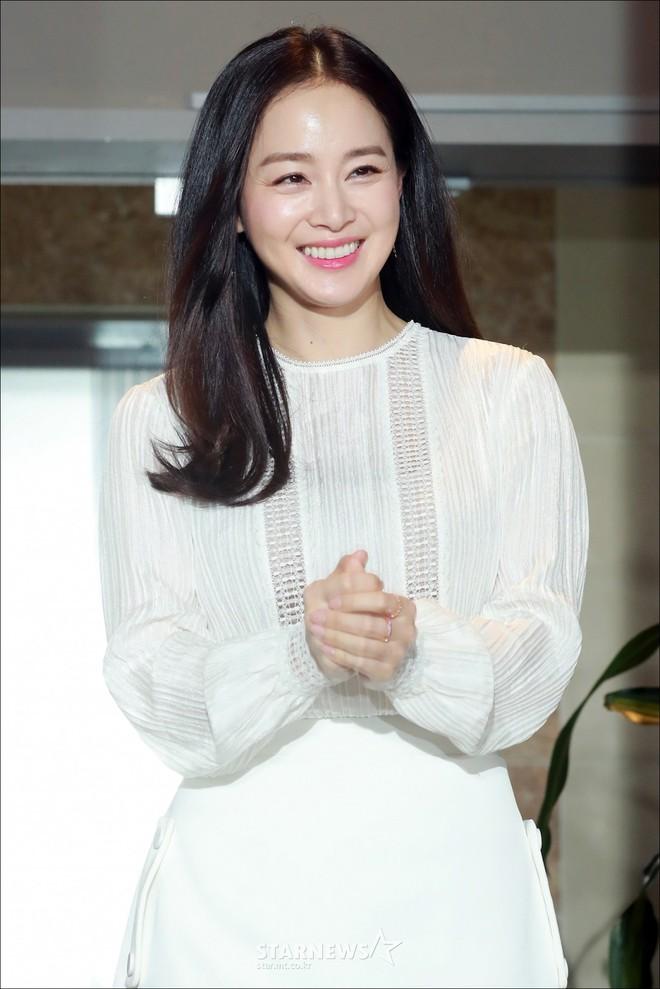 Kim Tae Hee lộ diện chính thức hậu sinh con: Đẹp khó tin, nhưng vóc dáng của cô mới là điều gây bất ngờ nhất - ảnh 18