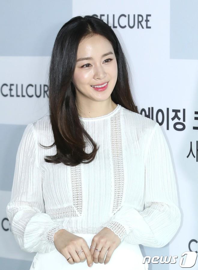 Kim Tae Hee lộ diện chính thức hậu sinh con: Đẹp khó tin, nhưng vóc dáng của cô mới là điều gây bất ngờ nhất - ảnh 17