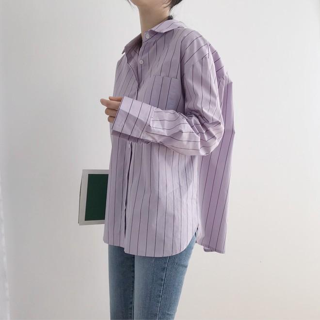 Tưởng sến mà lại xinh bất ngờ, sơ mi màu tím lavender dễ trở thành chiếc áo hot nhất mùa xuân này mà bạn nên để mắt tới - Ảnh 13.