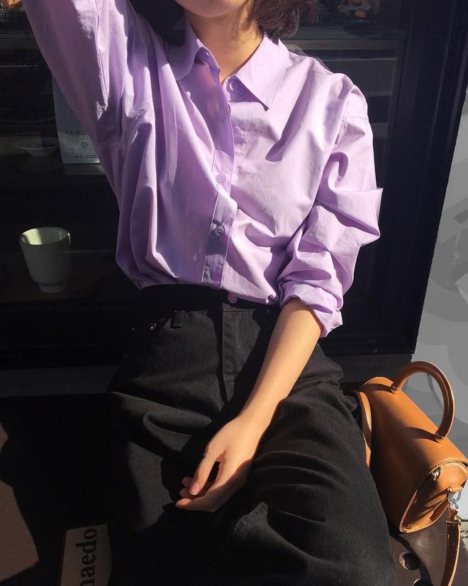 Tưởng sến mà lại xinh bất ngờ, sơ mi màu tím lavender dễ trở thành chiếc áo hot nhất mùa xuân này mà bạn nên để mắt tới - Ảnh 11.