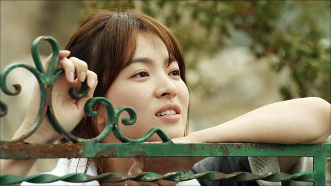 2 quốc bảo nhan sắc Hàn Quốc Song Hye Kyo và Son Ye Jin: Đều đẹp, siêu giàu, nhưng tình duyên lại quá khác biệt - Ảnh 26.