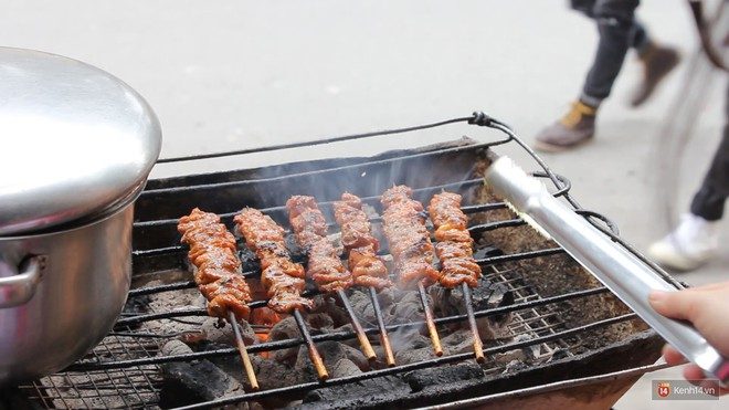 Cần lắm một hàng thịt xiên nướng vị Thái được ướp cùng dừa và nước mắm ngay tại Hà Nội - Ảnh 3.