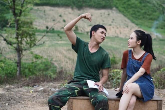 Ai sẽ là Yoo Shi Jin và Kang Mo Yeon của Hậu Duệ Mặt Trời bản Việt? - Ảnh 11.