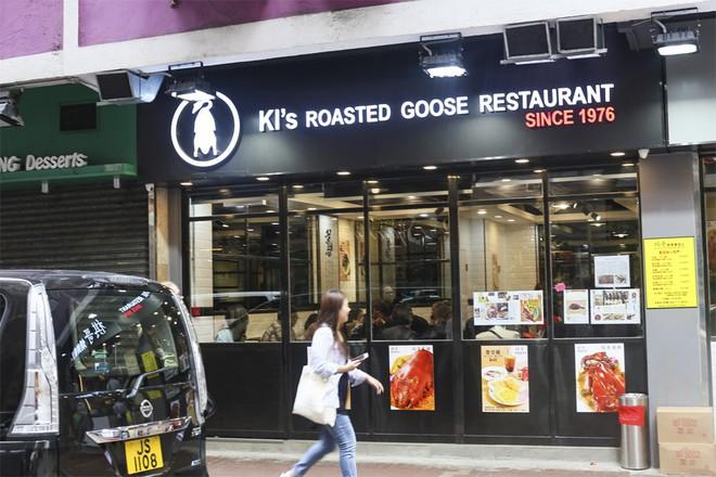 Hàng ngỗng quay có giá bình dân ở Hong Kong nhưng chất lượng không kém cạnh quán sang trọng nào - Ảnh 1.