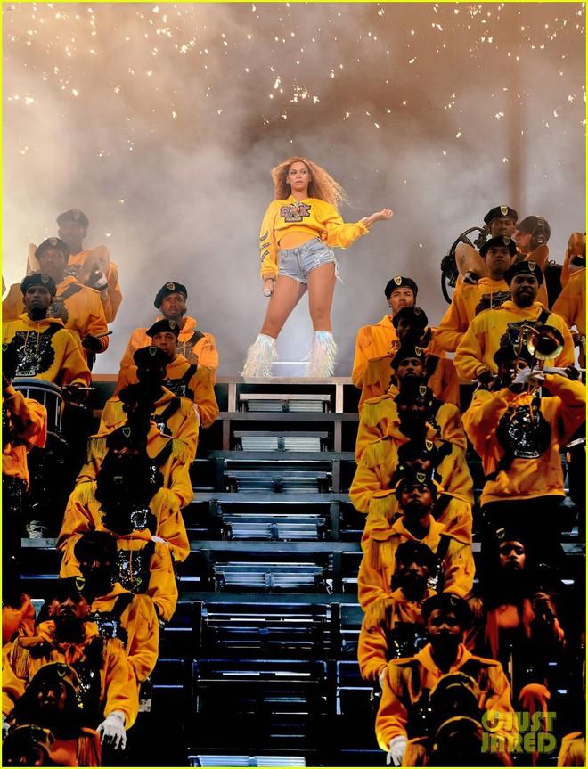 Siêu sân khấu của Beyoncé tại Coachella 2018: Destinys Child tái hợp, Jay-Z bất ngờ đổ bộ - Ảnh 2.
