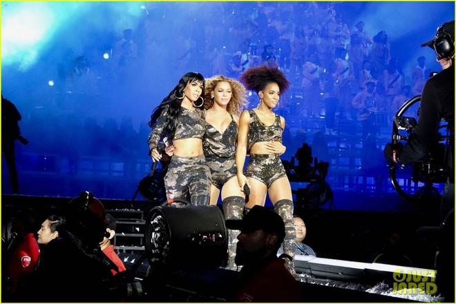Siêu sân khấu của Beyoncé tại Coachella 2018: Destinys Child tái hợp, Jay-Z bất ngờ đổ bộ - Ảnh 6.