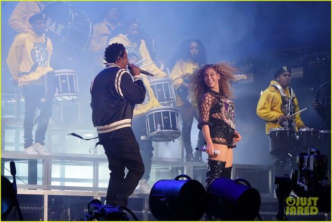 Siêu sân khấu của Beyoncé tại Coachella 2018: Destinys Child tái hợp, Jay-Z bất ngờ đổ bộ - Ảnh 11.